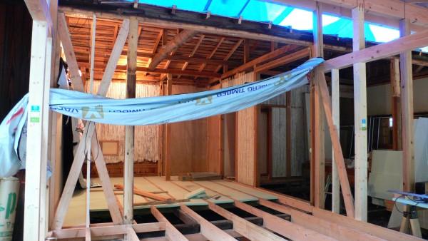 内部も床下地から造り替えです。