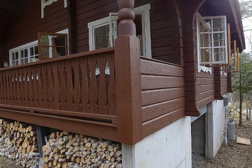 今回使用した 塗料は水性塗料 ガードラックアクア  全体 Aー4マホガニー ドア Aー3チーク、 窓・ドア枠 Aー12ホワイト