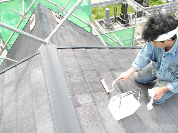 コロニアルの屋根も色を変えて塗装。