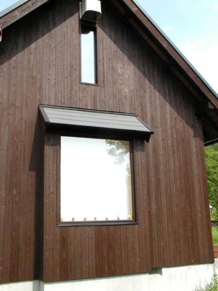 キツツキの補修跡も板を張り替えて塗装。